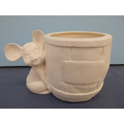 mouse-with-barrel-planter