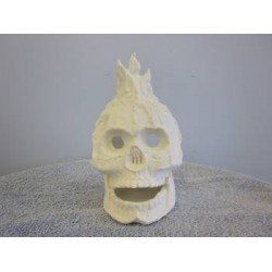 skull-with-candle
