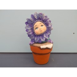 flower-kid-in-pot